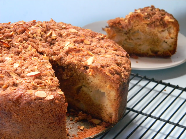 Apple And Almond Crumble Cake