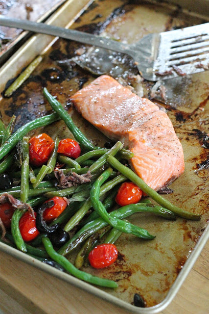 Baked salmon with green beans and tomatoes from eatgood4life.com