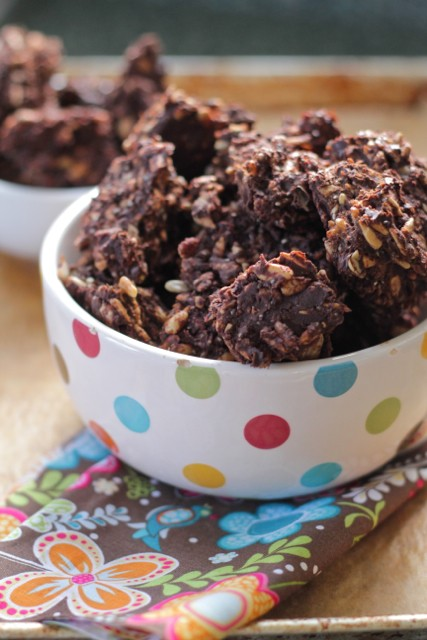 Dark chocolate sunflower seed clusters i love making simple healthy no bake treats like this dark chocolate sunflower seed clusters that everyone can enjoy in moderation this are super easy solutioingenieria Image collections