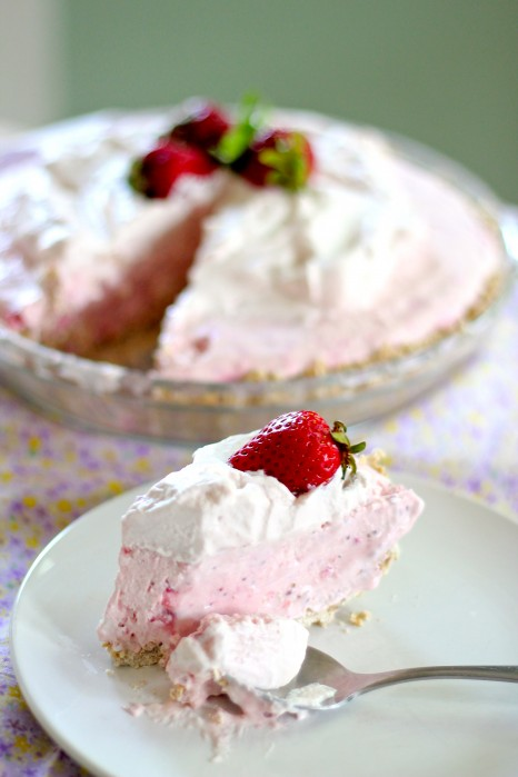 strawberry and coconut icebox pie
