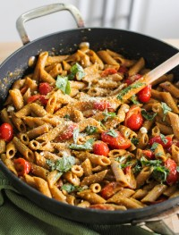 Roated pepper, goat cheese and basil pasta: Eatgood4life.com
