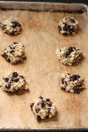Vegan banana chocolate chip cookies