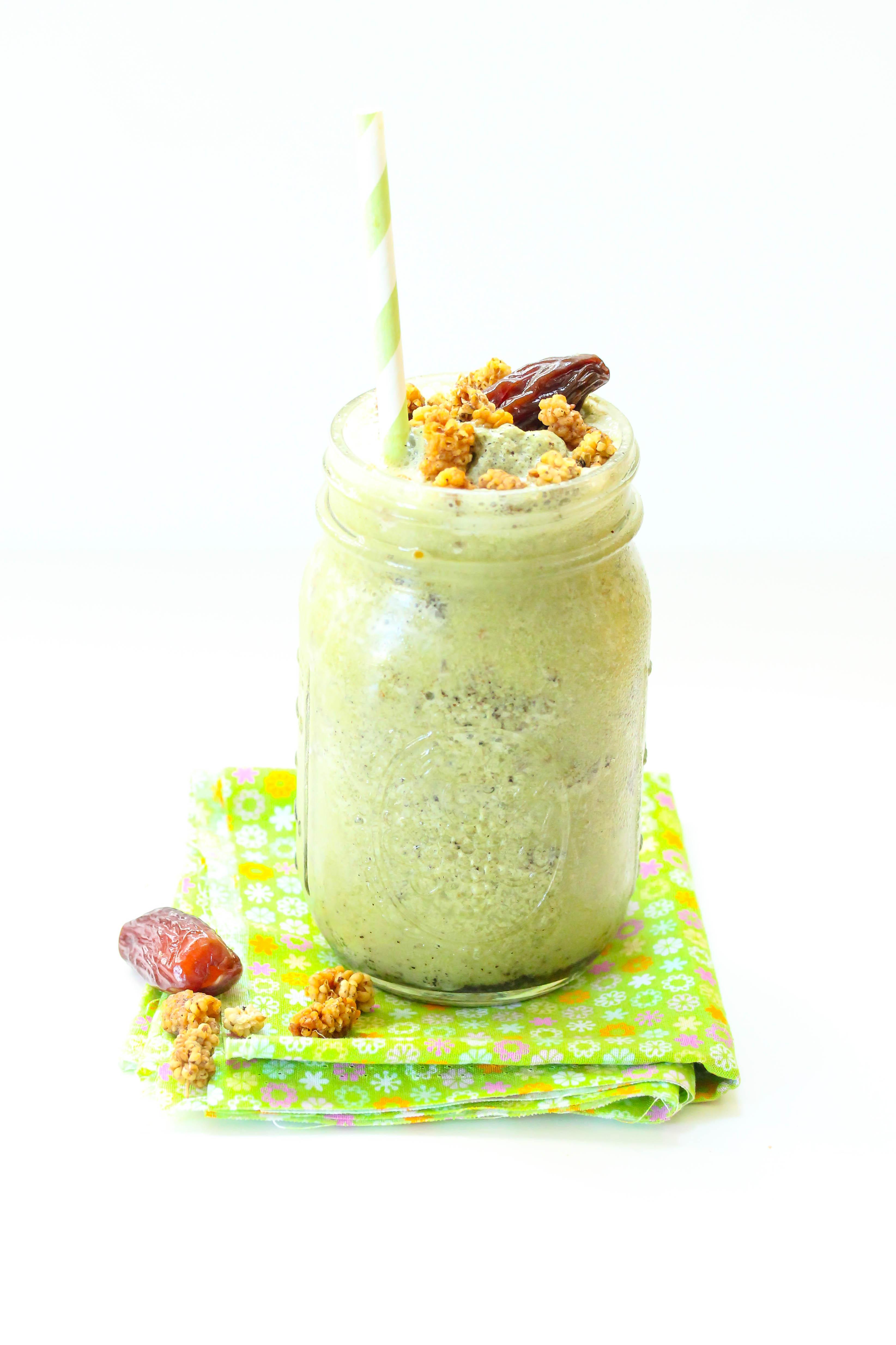 Green tea powder smoothie