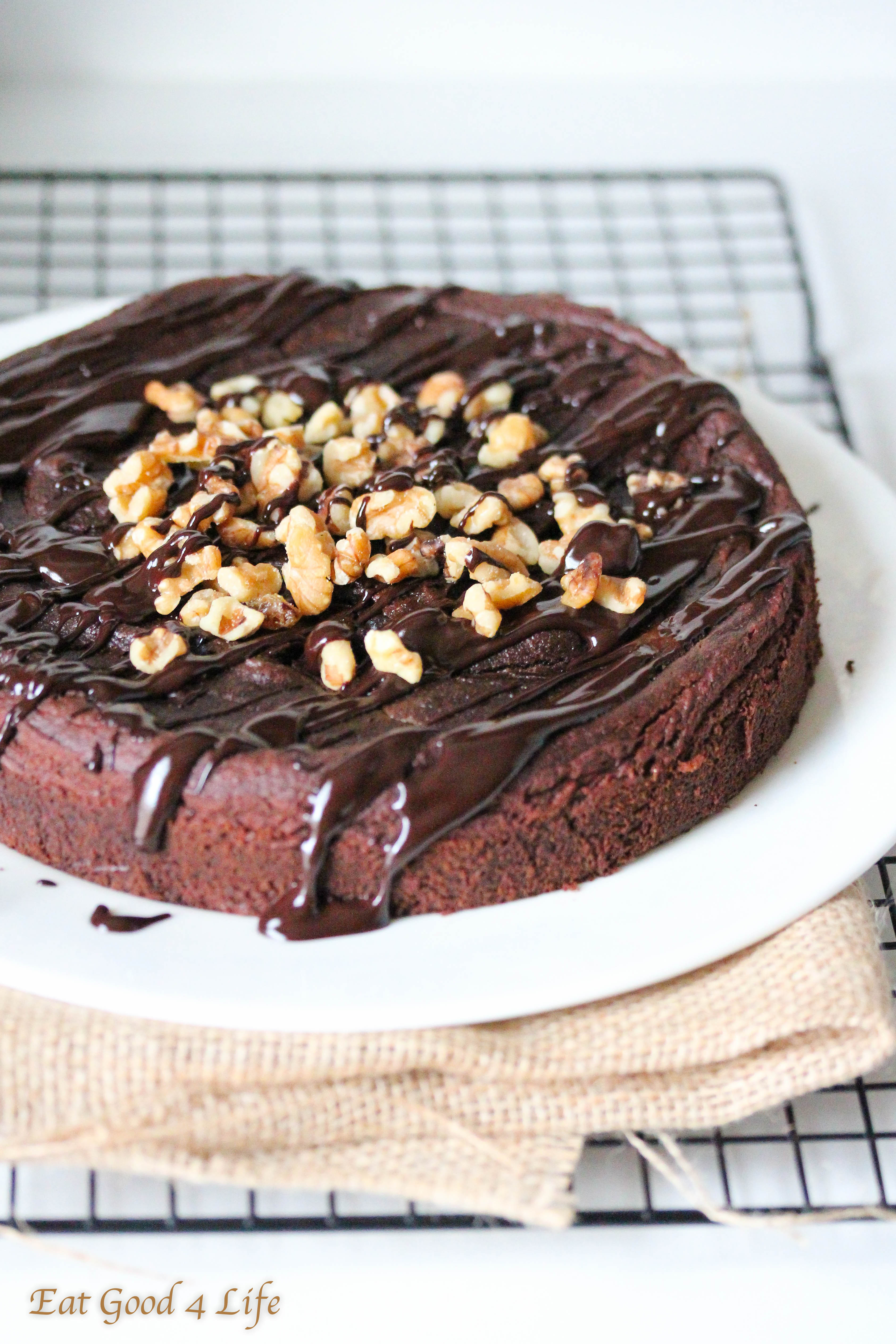 Holly molly this gluten free chocolate avocado cake is out of this ...