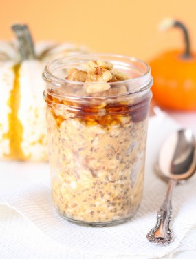 pumpkin pie overnight oats- Gluten free and vegan. Done in just 5 minutes and no cooking required.