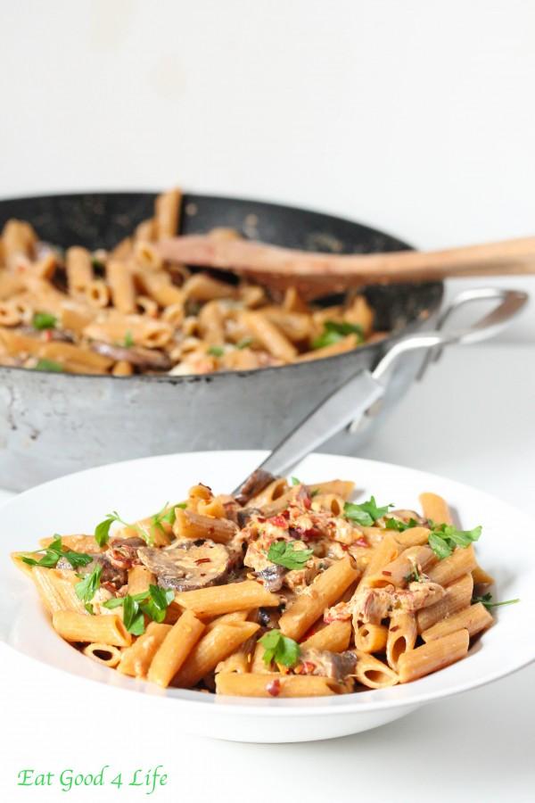 creamy-mushroom-sun-dried-tomato-pasta