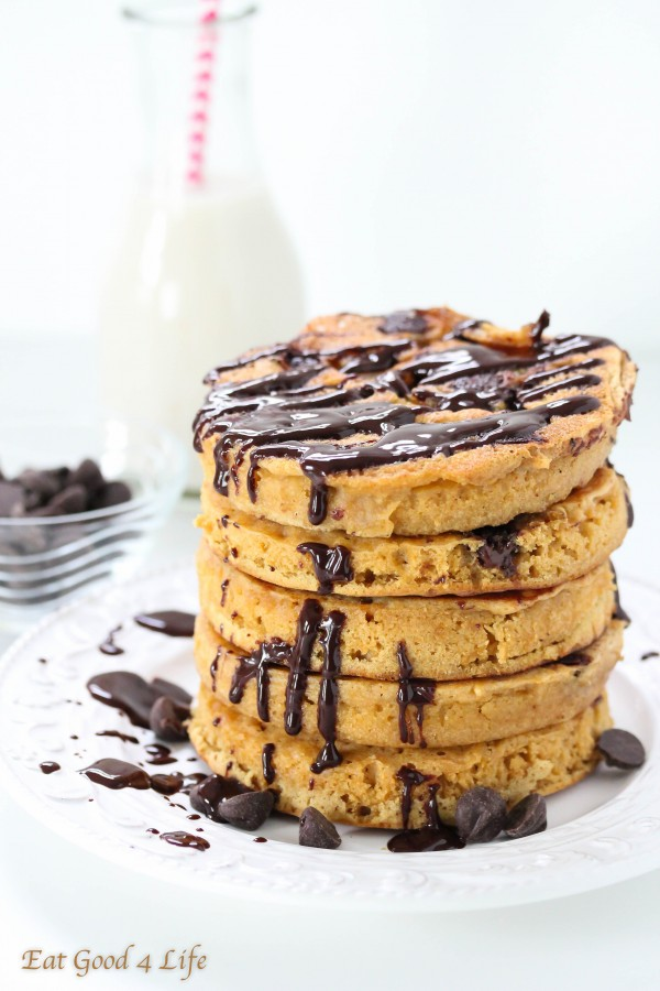 whole wheat flufy chocolate chip pancakes