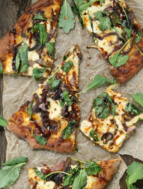 caramelized onion kale goat cheese pizza