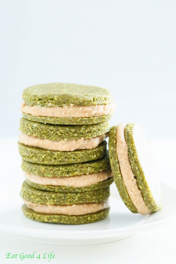 Pistachio cookies with cream filling - Raw, gluten free and vegan
