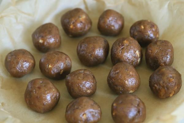Caramel almond butter chocolate truffles | Eat Good 4 Life