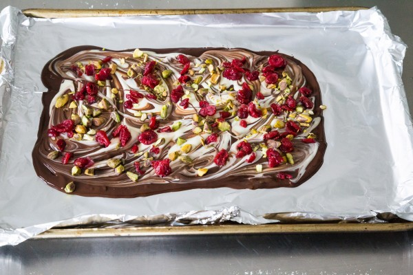 Cranberry pistachio chocolate bark | Eat Good 4 Life